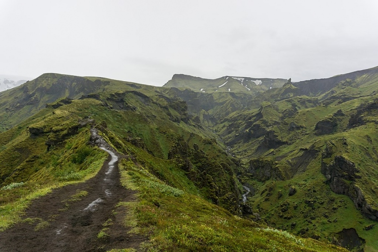 File:Trail between Thorsmork and Fimmvorduhals, Iceland 04.jpg