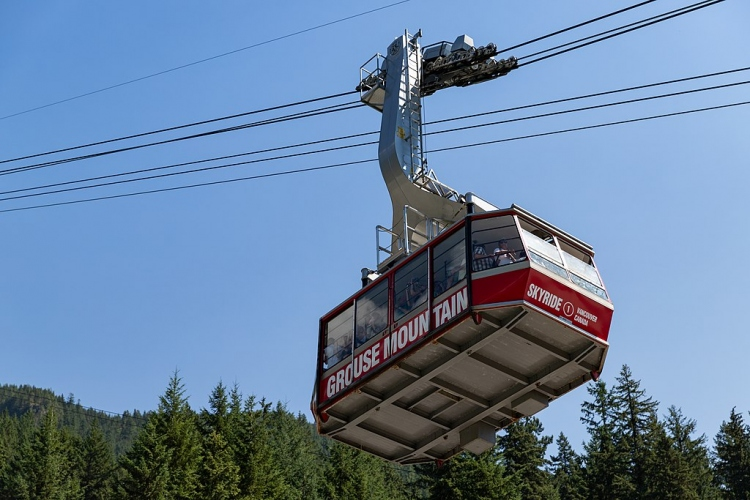 Grouse Mountain cable car skyride (44004745374)