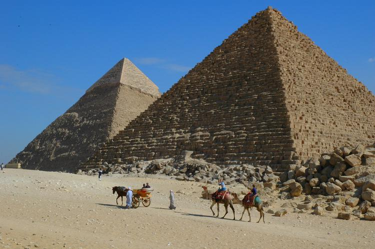 Pyramids at Giza (image)