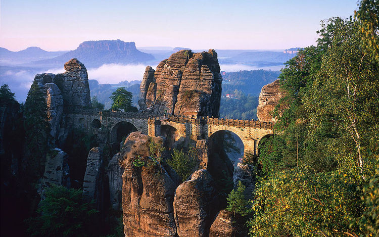 Basteibrücke im Elbsandsteingebirge, Deutschland (Bastion bridge in Elbe sand stone mountains, Germany) (image)