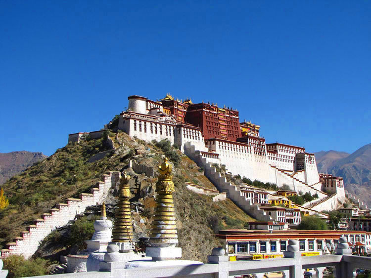Views of the Potala Palace (image)