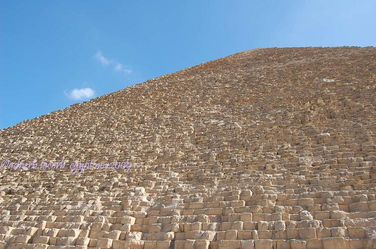 The Pyramid of Menkaure (image)