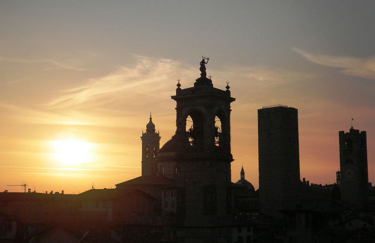 Sunset over Bergamo Alta (image)