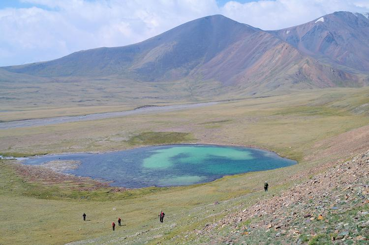 Trek out from roadhead to base camp, Tavan Bogd national park (image)