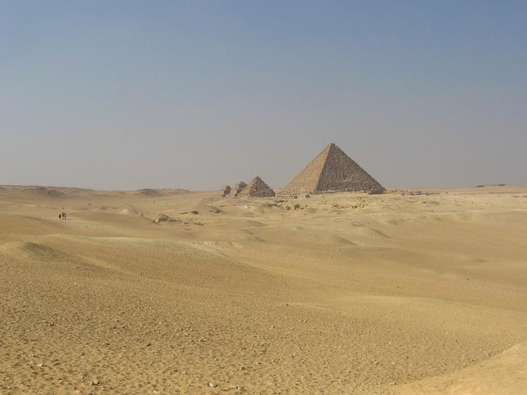 Pyramid of Menkaure (Mycerinus), with the Queens' Pyramids (image)